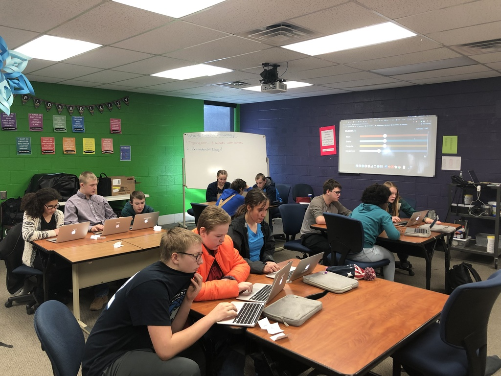 Thedford Students reviewing with Quizlet Live